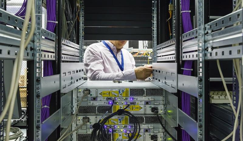 Um diese Anforderungen zu erfüllen, muss der Netzwerkspeicher hinsichtlich aller Komponenten redundant und ausfallsicher konfiguriert sein. (#04)