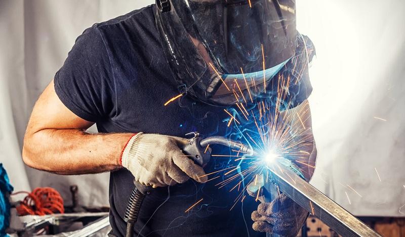 Wer den Umgang mit dem Schweißen beherrscht, der kann viele Dinge aus Metall selbst reparieren. (#03)