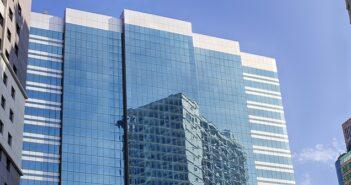 Flachglasverarbeitung und -veredelung: So vielseitig ist das Geschäft mit dem transparenten Werkstoff