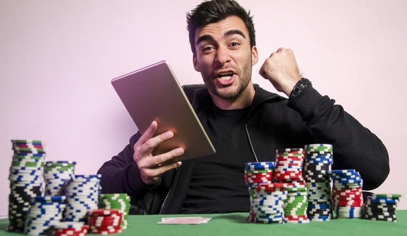 Am Ende einer Spielerkarriere steht damit nicht der große Reichtum, sondern nicht selten ein Berg von Schulden. (#03)