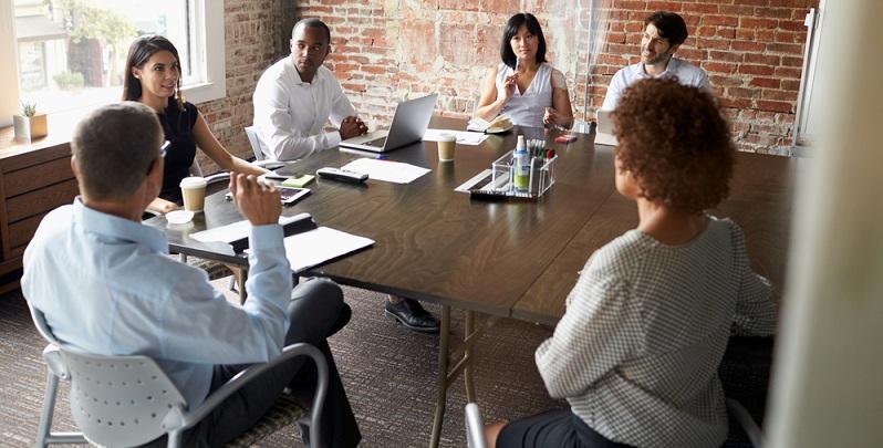 Für die Beratung, die kreative Arbeit, die Produktion und das Back-Office sind 14 feste Mitarbeiter bei IM MAI angestellt. (#01)