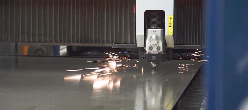 Beispielsweise das Laserschneiden ist eine gute Option für das Outsourcing. (#02)
