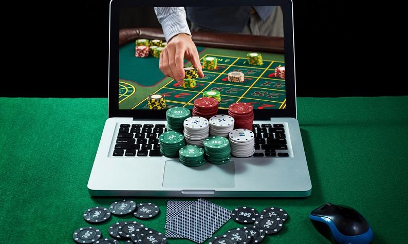 Sicherlich ist es von Vorteil, zu jeder Zeit online spielen zu können. Allerdings sind die Verluste beim Spielen daheim oftmals deutlich höher als in der Spielhalle. (#01)
