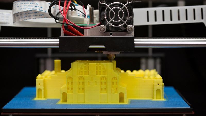 Ein Haus innerhalb eines Tages auf ein Grundstück zu stellen, war bisher selbst mit Fertighäusern ein ziemlich teurer Aufwand. In Zukunft könnten 3D-Drucker die Bauwirtschaft revolutionieren. (#04)