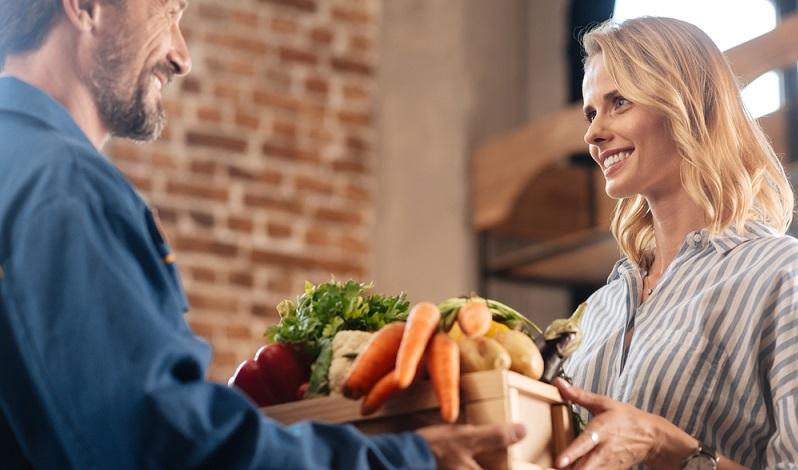 Zunächst ist es sinnvoll, die verschiedenen Möglichkeiten im Online Food Commerce vorzustellen. An erster Stelle stehen dabei Online-Portale und Apps für die klassischen Lieferdienste, die fertig zubereiteten Speisen ausliefern. (#01)