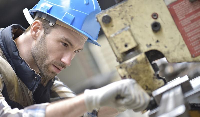 Präzision ist bei vielen Arbeiten gefragt. Mitarbeiter in der Zeitarbeit sind häufig hochqualifizierte Facharbeiter. (#1)