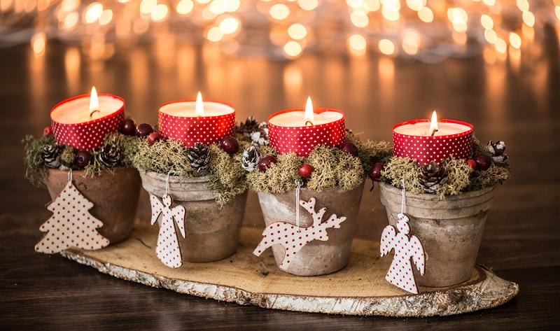 Verschenken Sie einen Adventskalender, einen Weihnachtsbaum oder Schmuck für den Baum. Kurzum: Werben Sie zum richtigen Zeitpunkt mit dem passenden Geschenk! (#03)