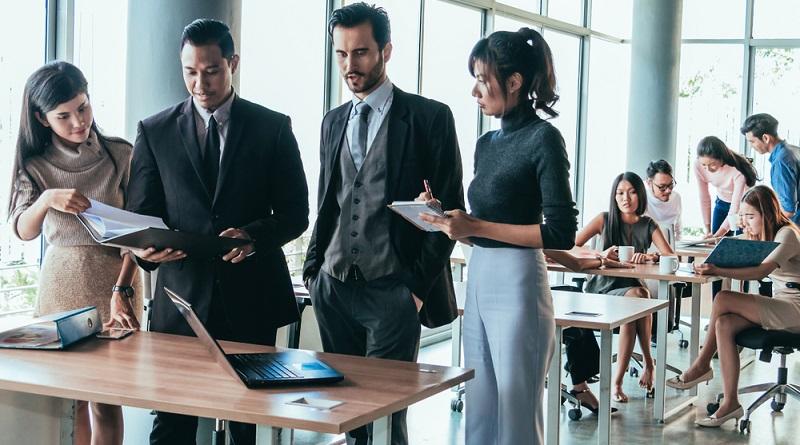 Der Aufsichtrat in einem börsennotierten Wirtschaftsunternehmen setzt sich aus zwei verschiedenen Gruppen zusammen. (#02)