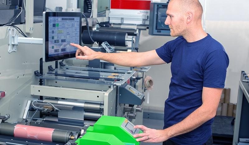Im Maschinenbau werden Hochleistungsklebstoffe eingesetzt, um Metallteile dauerhaft zu verbinden, ohne dabei das Material durch Bohren oder Schweißen zu beschädigen.