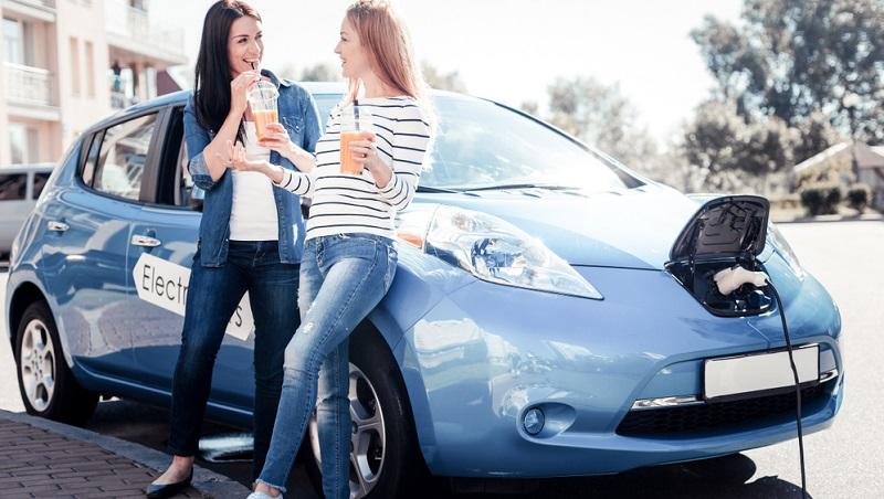 Wer ein Auto mit E-Motor kauft, erhält eine Prämie von 4000 Euro.
