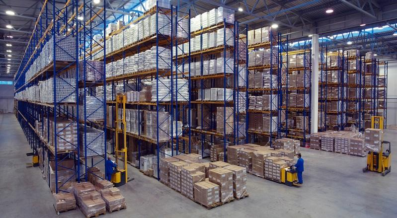 Eine weitere Unterscheidungsmöglichkeit der Lagerarten. besteht darin, die Lagerhallen anhand der Bauweise zu differenzieren: Hochregal (#01)