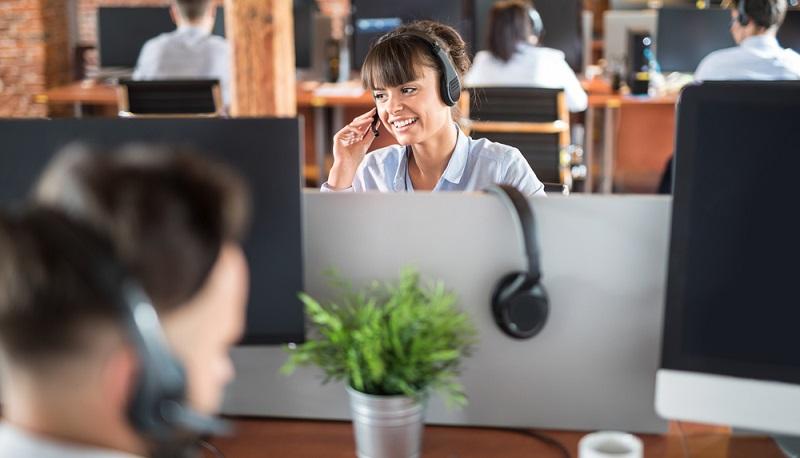 Der eine Mitarbeiter wird für die Telefonakquise von neuen Kunden eingesetzt. Der andere hat seinen Bereich ausschließlich in der Pflege von Bestandskunden.