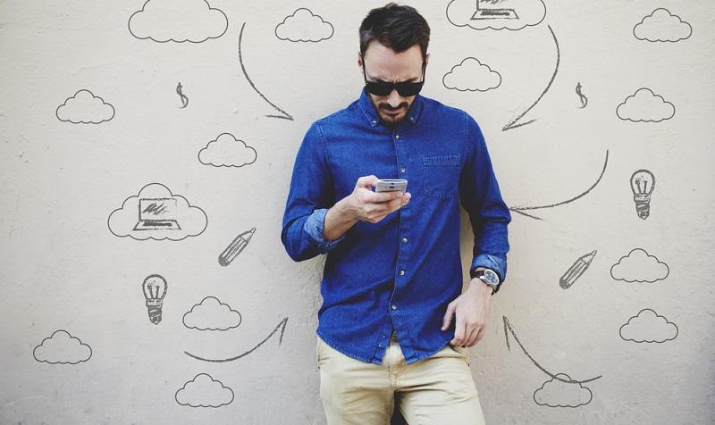Immer mehr Entscheider erwarten zum Beispiel Messanger Marketing als brandheißes Thema. WhatsApp als Plattform mit eigenem App Store und den ganz neuen Möglichkeiten für Unternehmen und ihre Influencer, Botschaften unters Volk (und den Käufer) zu bringen.