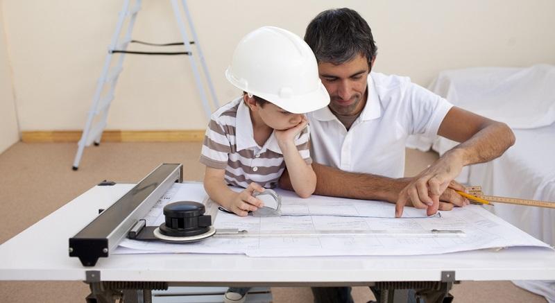 Die Höhe der Elterngeldleistung wird nach dem monatlich verfügbaren Nettoeinkommen berechnet, das vom betreuenden Elternteil vor der Geburt des Kindes in regelmäßiger Erwerbstätigkeit erzielt wurde.