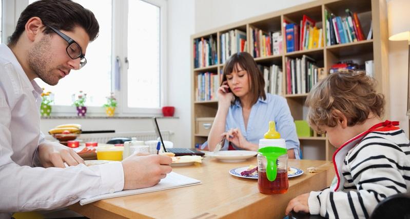 Der Elterngeld-Bezug ist in Deutschland eine Familienleistung, welche die Vereinbarkeit von Familie und Beruf verbessern soll.