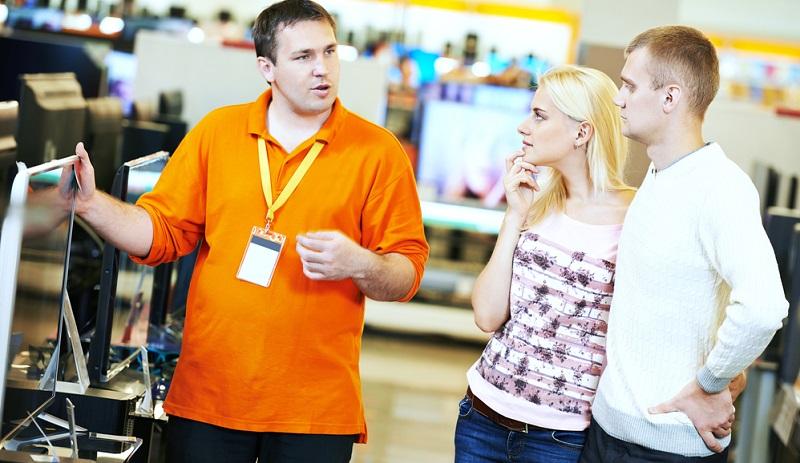 Wenn sich der Verkäufer in seinem Verkaufsgespräch an die Abläufe der FAB-Methode hält, macht er dem Kunden das Produkt verständlicher, ohne es großartig prahlerisch hervorzuheben.