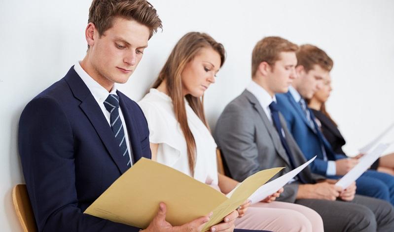 Aus dieser Tabelle wird deutlich, dass sich die große Mehrheit der Personen, die sich für eine Arbeitsstelle bewerben, über diesen Aspekt im Rahmen des Vorstellungsgesprächs informieren möchte. Dabei fragen sie häufig direkt nach der Unternehmensphilosophie.
