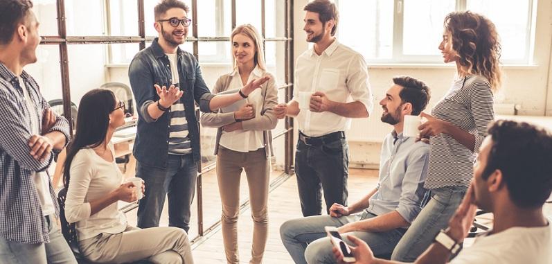 Cultural Fit bedeutet, dass sich ein Arbeitnehmer nicht nur hinsichtlich seiner Qualifikationen für eine Stelle eignet, sondern dass er auch hinsichtlich seiner Wertvorstellungen und Überzeugungen zum Unternehmen passt.