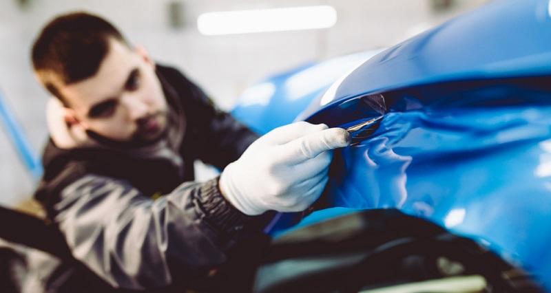 Da die Autofolierung wesentlich schneller und kostengünstiger durchgeführt werden kann als eine Lackierung, wird diese Methode mittlerweile für viele Anwendungszwecke gewählt