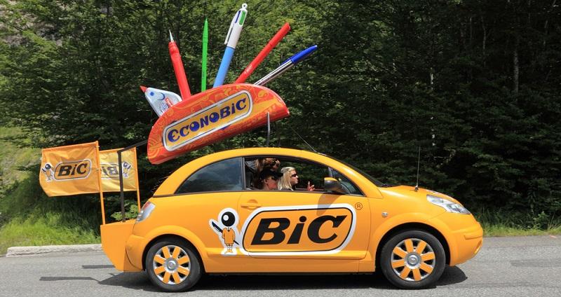 Wenn über Fahrzeugwerbung nachgedacht wird, ist meist das Verkleiden der Firmenwagen mit großflächigen, individuell gestalteten Autofolien gemeint.