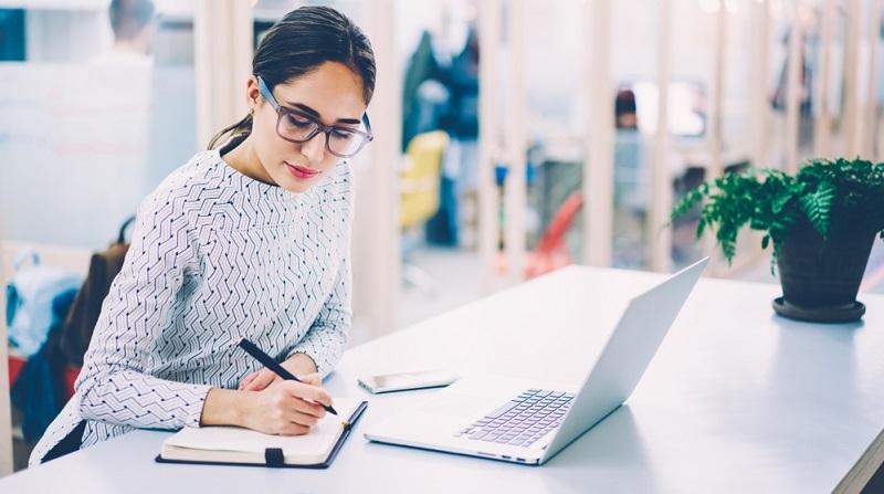 Auf jeder Website im Internet werden Texte benötigt. Hochwertiger Content entscheidet darüber, ob User längere Zeit auf der Website bleiben oder genervt weiterklicken.