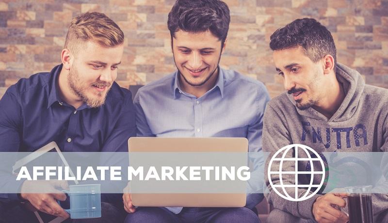 Beim Affiliate Marketing geht es darum, selbst eine Website zu erstellen, auf der Informationen zur Verfügung gestellt werden, die den Nutzern als Verkaufsberatung dienen.