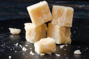 Für Cheddarkäse sollte der pH-Wert-Transmitter nach der Säuerung einen pH-Wert von 6,0 bis 6,2 berichten. (#1)