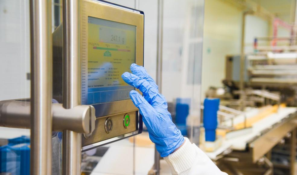 Während des gesamten Prozesses der Käseproduktion sorgen pH-Wert-Transmitter für eine permanente Überwachung des pH-Wertes des Käse und seiner Vorprodukte. (#3)