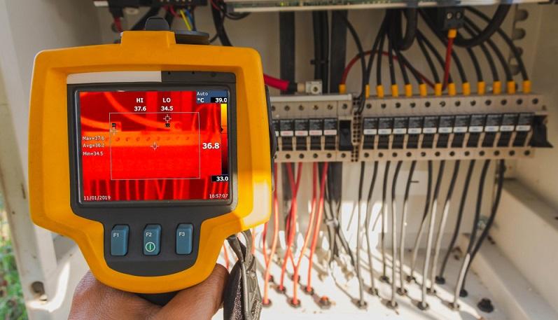 Die Wärmebildkamera ist ein bildgebendes Gerät und in der Lage, Infrarotstrahlen zu empfangen.