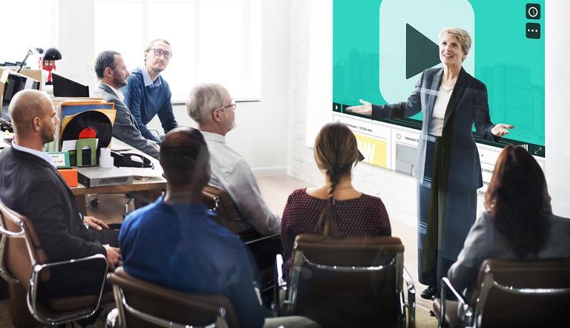In der Unternehmenskommunikation geht es sowohl intern als auch extern darum, Wissen oder neue Erkenntnisse zu vermitteln, aufzuklären und eine Fülle an Informationen zu bieten.