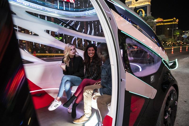 Der großzügige Innenraum des Vision Urbanetic bietet Platz für bis zu 12 Fahrgäste. (#03)