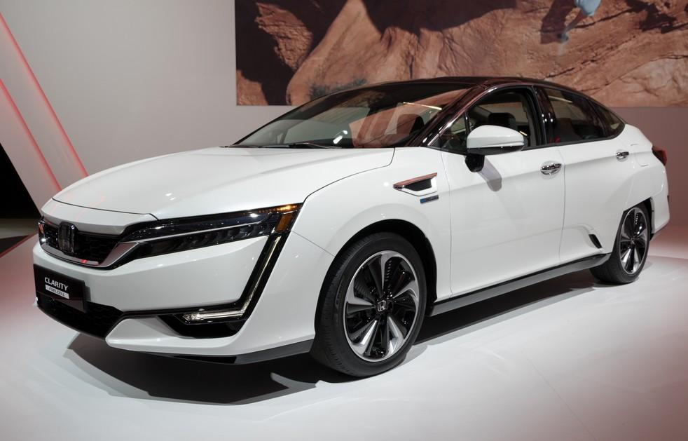 Laut einer Studie von Frost & Sullivan wird China mit zu den Gewinnern in der Automobilindustrie gehören. Asiatische OEMs werden den Markt für Brenstoffzellenfahrzeuge dominieren. Hier im Bild ein Honda Clarity Fuel Cell Car auf dem 87. Internationalen Automobil-Salon in Genf. (#1)