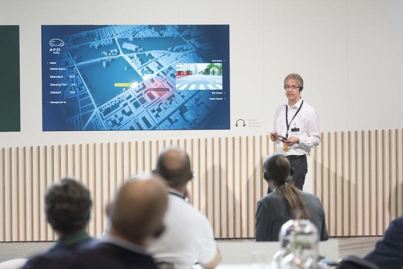 Gerade bei autonomen Fahrzeugen ist die Kommunikation extrem wichtig. (#02)