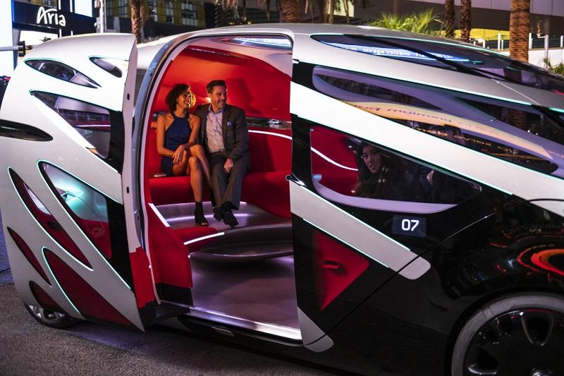 Komfortable Beförderung im Mercedes Concept Car. (#01)