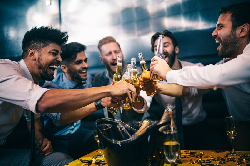 Außerdem: Werden Feiern für ausgewählte Arbeitnehmer veranstaltet, sind diese nicht steuerfrei. (#03)