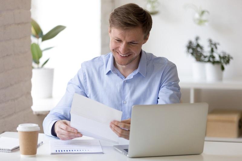 Doch der Arbeitgeber genießt dadurch Vorteile, denn er spart Lohnnebenkosten. (#05)