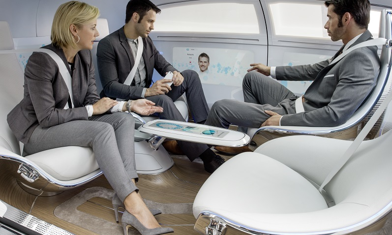 Mercedes-Benz F 015 Der großzügige Innenraum bietet sich sogar für Meetings an.