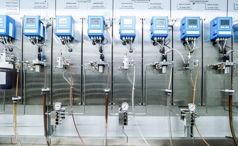 Das früher im Chemieunterricht einfach durchzuführende Eintauchen der Teststreifen zum pH Messen ist in der Labortechnik nicht ausreichend, zumal verschiedene Einflussfaktoren berücksichtigt werden müssen. (#1)