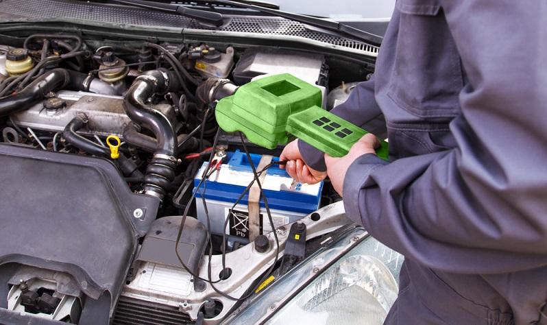 Die Temperatur des Kühlmittels für den Elektromotor muss ebenfalls ständig überwacht werden.