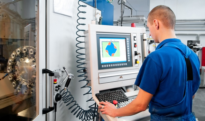 Eine moderne Maschine muss her, die den Anforderungen des Unternehmens und seiner Kunden genügt, die in puncto Geschwindigkeit ebenso zu überzeugen weiß wie in Bezug auf möglichst geringe Nachbearbeitungen der Dreh- oder Frästeile.