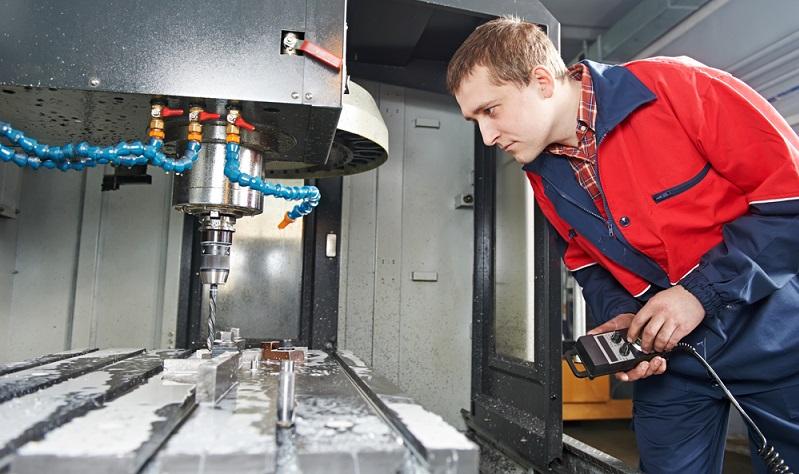 Der klassische Einkaufsweg für eine Metall-Drehmaschine oder für andere Produktionsmaschinen sieht vor, dass sich der Kaufinteressent mit dem Hersteller trifft.