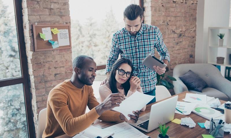 Kleinunternehmer wollen sich in der Regel auf ihr Geschäft konzentrieren und wünschen sich eine beinahe selbstständige Buchhaltung. (Fotolizenz-Shutterstock: _Roman Samborskyi )