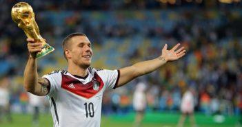 Podolski: E-Mail zur beruflichen Zukunft (Foto: Shutterstock-AGIF)