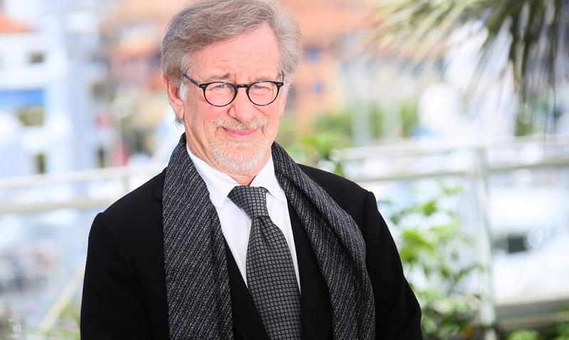 Zahlreiche Fans hatten sich zusammengetan und eine ET Mail geschickt: Steven Spielberg war der Adressat  ( Foto: Shutterstock-Denis Makarenko)