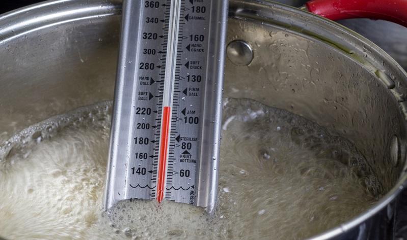 Wer auf eine exakte Temperaturmessung besteht, der ist mit dem Flüssigkeitsthermometer gut beraten. ( Foto: Shutterstock- Madele )
