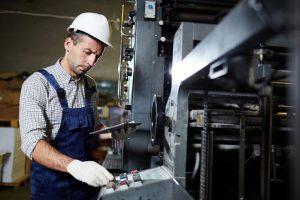 Der angehende Industriefachwirt kann in die Voraussetzungen für die Zulassung zur Prüfung seine Berufserfahrung einbringen. (Foto: shutterstock - Pressmaster)