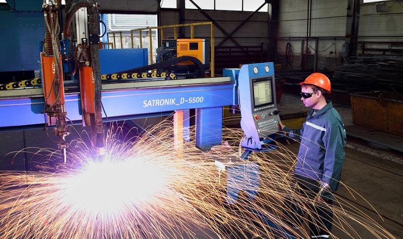 Der Vorteil moderner Brennschneidanlagen wird an den genannten Sicherheitshinweisen für die Arbeitnehmer deutlich.   ( Foto: Shutterstock-Grigvovan )