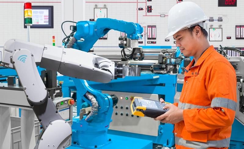 Dank der extrem niedrigen Zinsen ist es für deutsche Unternehmen momentan sehr attraktiv, in moderne Produktionsanlagen zu investieren und auf diese Weise die Wettbewerbsfähigkeit zu erhöhen. ( Foto: Shutterstock- _Suwin  )