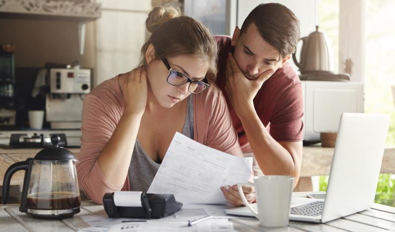 Nicht alle Zahlungsverzögerungen werden automatisch an die Schufa gemeldet. (Foto: Shutterstock - WAYHOME studio)
