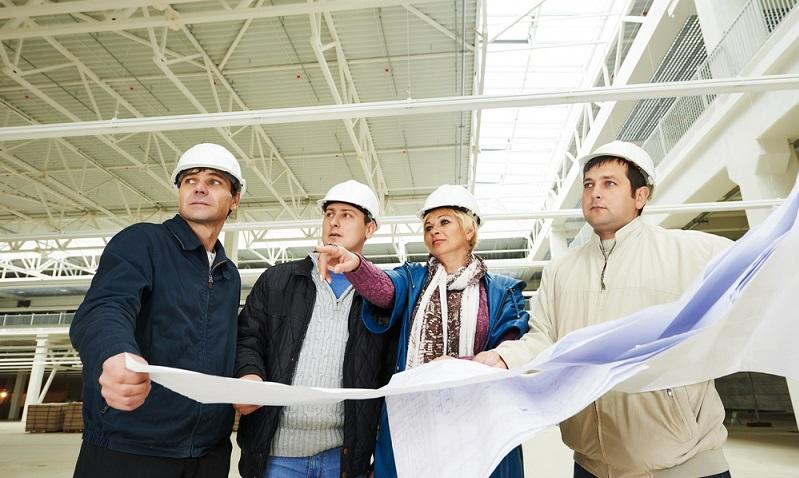 Auch heute noch gibt es konventionelle Hallen in <strong>Beton- oder Holzbauweise</strong>, doch Stahlhallen warten mit unschlagbaren Vorteilen auf.  ( Foto: Shutterstock- Dmitry Kalinovsky )